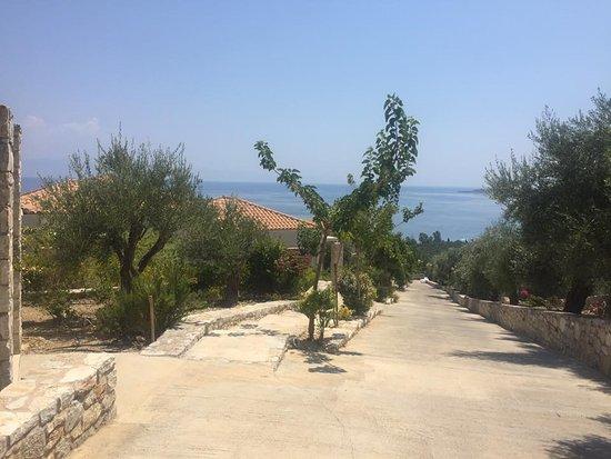 Camvillia Resort: Bajando hasta nuestra habitación y siempre con el mar como protagonista.