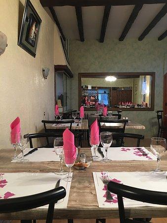 Le Chesne, Frankreich: Het restaurant.