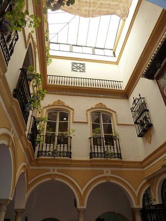 Hotel Abanico Sevilla : Innenhof mit zentraler Hotellobby
