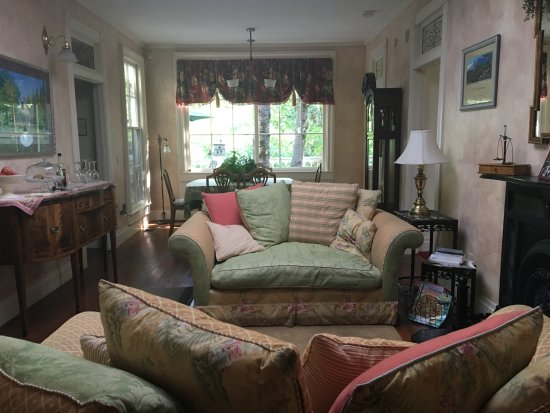 Nevada City, CA: The common are/living room.