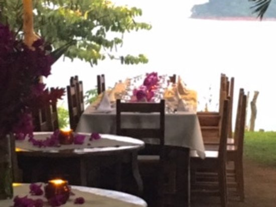 Nuevo Arenal, Costa Rica : Table by the Lake