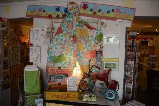 Warrenton, VA: Tasteful display in the front of the store.