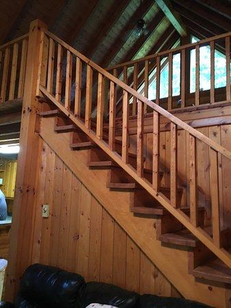 Hillbilly Haven Log Cabin Rentals: Cabin 5