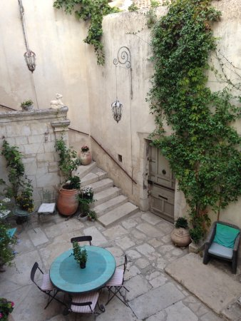 Maison Saint Rémy d'Isidore : Courtyard