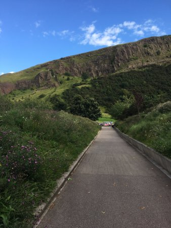 Holyrood Park: Trail to top of the mountain