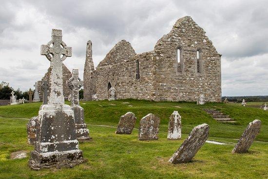 County Offaly, Ireland: Rovine e croci celtiche