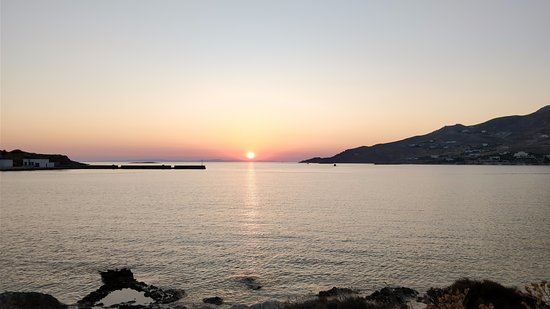 Akrogiali: Ηλιοβασιλεμα απο το δρομο