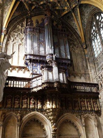Eglise St-Jacques: bellissimo organo sarebbe stato molto bello sentirlo suonare