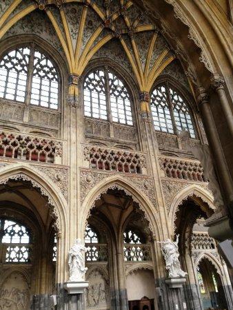 Eglise St-Jacques: anche qui le vetrate sono stupende