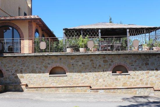Quercegrossa, İtalya: Zona ristorante e colazione (interno ed esterno)