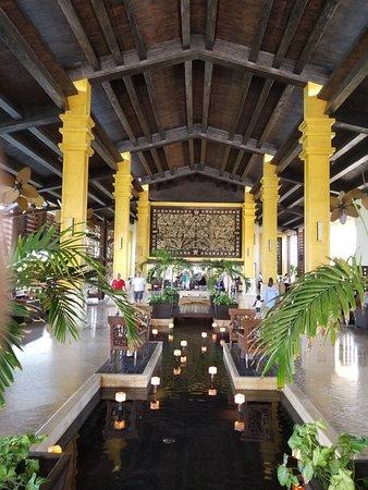 Dreams Riviera Cancun Resort & Spa: Front lobby