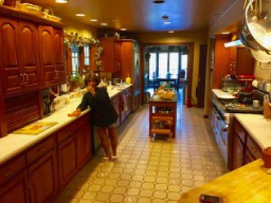 Bemus Point, Нью-Йорк: Our Hostess in her kitchen