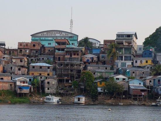 Tefe, AM : Terug uit het binnenland, naar onze Pousada Multicultura (rechtsboven)