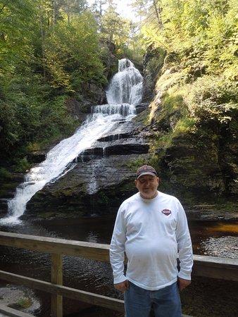 Dingmans Ferry, Pensilvanya: Dad at Dingman's Falls
