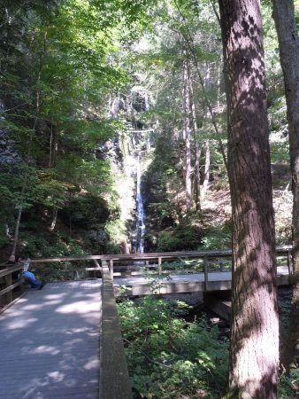 Dingmans Ferry, PA: walk to Silver Thread Falls