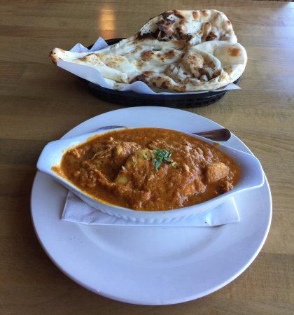 Lloydminster, Kanada: Chicken Curry With Naan Bread