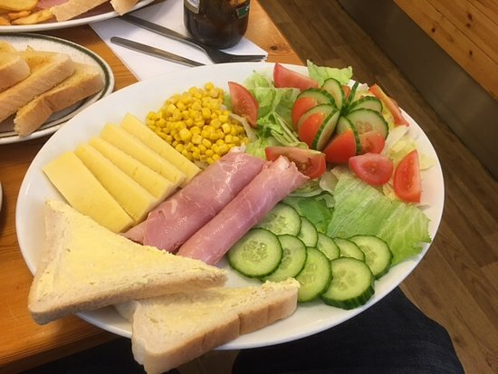Blandford Forum, UK: Chief Haydens ploughmans , best I've had in years. And a good price