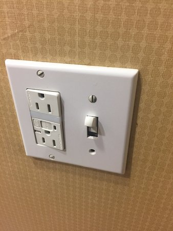 Athens, GA: Poorly made light socket in bathroom