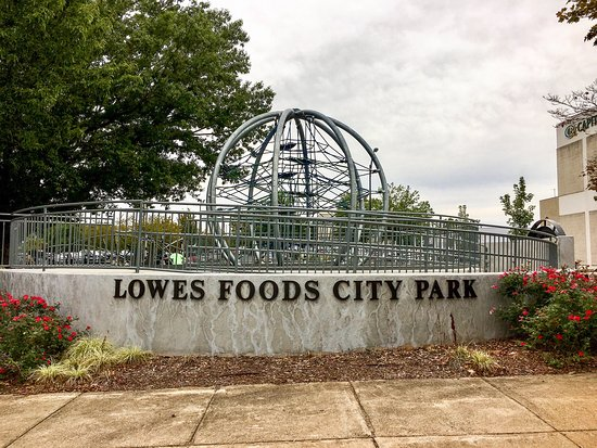 ‪Lowes Foods City Park‬