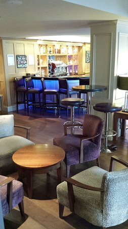 Cottons Hotel & Spa: Bar area