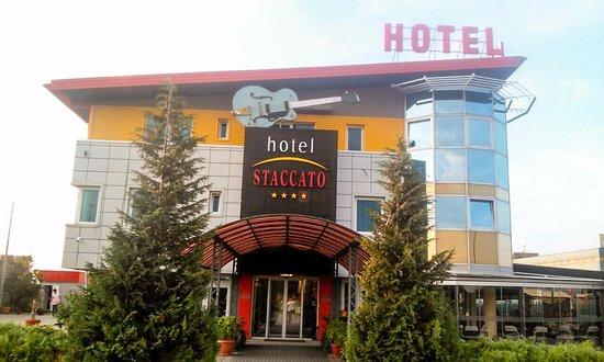 Prijedor, Bosna Hersek: ulaz u hotel