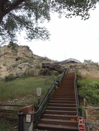 Pompeys Pillar, MT: Long staircase - it's do-able!