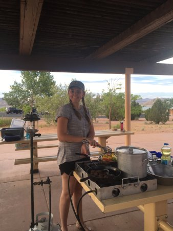 Wahweap Campground: cooking up some Fajitas!!