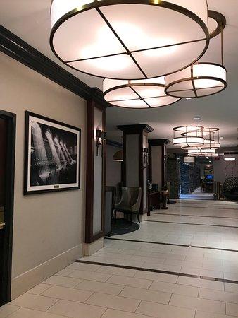 Hilton New York Grand Central: The lobby