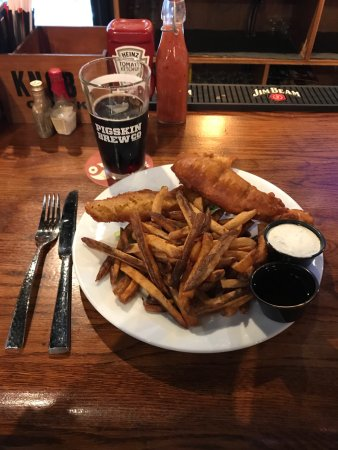 Worthington, OH: Yummy fish and chips and an ice cold local brew