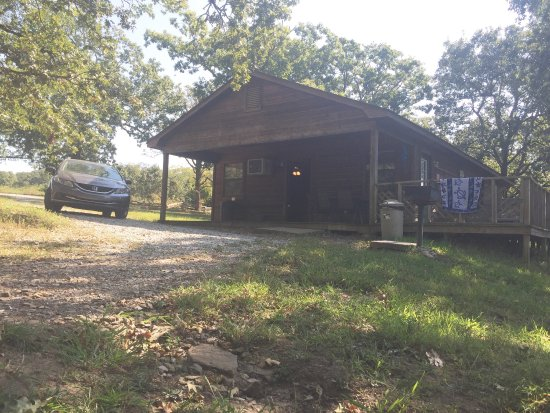 Mountainburg, AR: There's plenty of room at each cabin. Any of the cabins are great not just one number or another