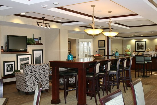 Hampton Inn Alpine: ALETXBreakfast And Lobby