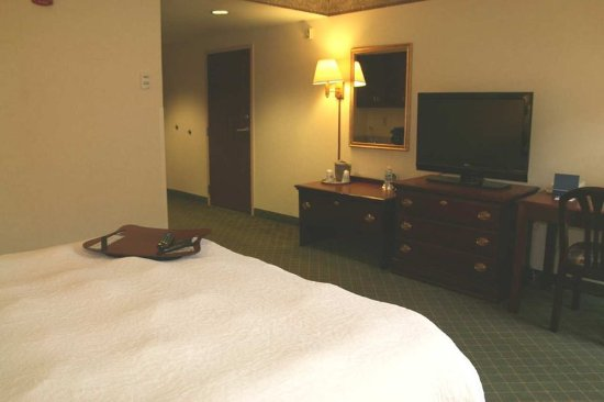 Marietta, OH: King Accessible Room