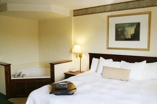 Marietta, OH: King Room with Whirlpool