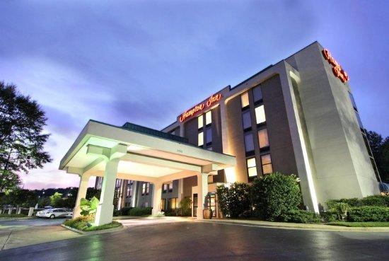 Hampton Inn Birmingham-Colonnade 280: Hotel Exterior at Dusk