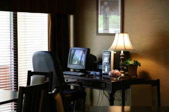 LaGrange, GA: Lobby Workstation