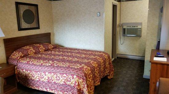 Vernon, NY: Room  #1 views