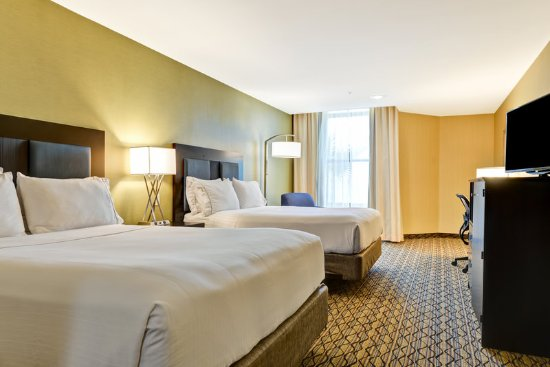 Holiday Inn Express Newport Beach: Spacious double queen room
