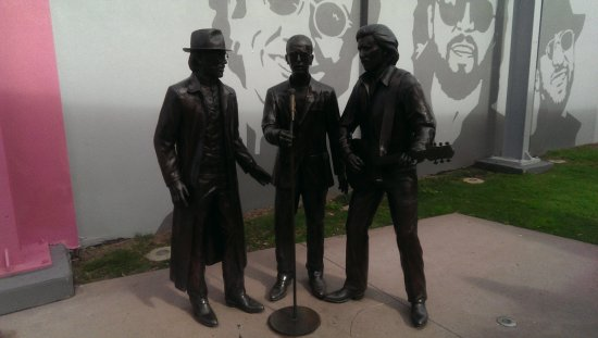 Redcliffe, Australie : Bee Gees statue