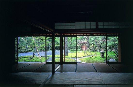 Senso Yashiki Narabini Genan