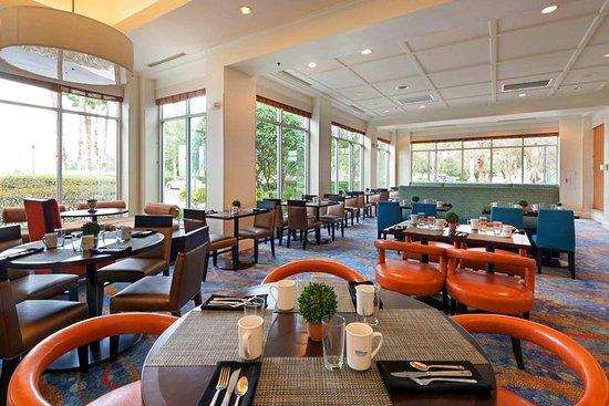 Hilton Garden Inn Orlando at SeaWorld: Garden Grille Breakfast