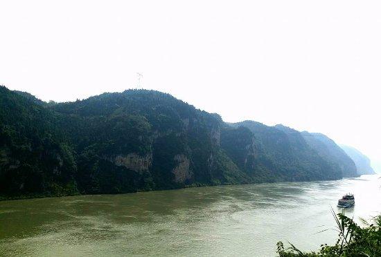 Yichang, China: Overlooking Xiling Gorge