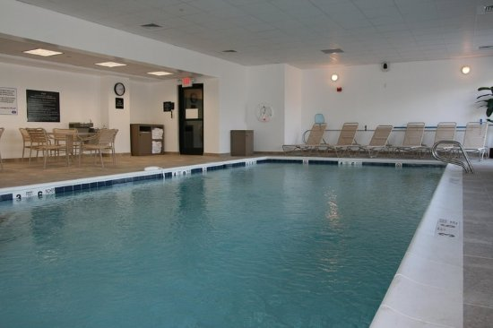 Commack, NY: Heated Swimming Pool