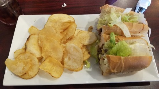 Mebane, Carolina del Nord: Steak and cheese with chips