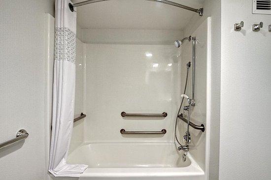 Fletcher, Carolina del Norte: Shower (King Rooms Only)