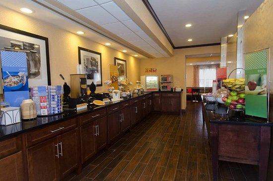 Monroe, NC: Breakfast Area