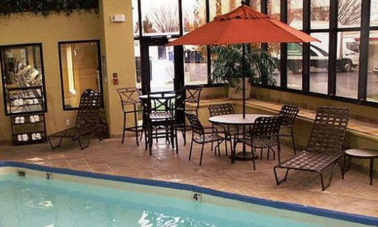 Holiday Inn Express and Suites Indianapolis East: Pool