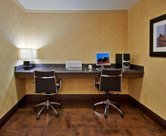 Belmont, CA: Our 24hr business center keeps you connected while you travel
