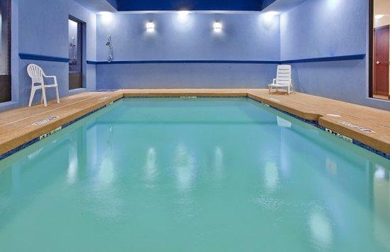Laurel, MS: Swimming Pool