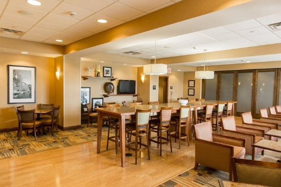 Presque Isle, ME: Lobby Seating Area