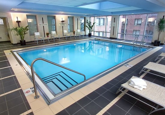 Indoor Pool - Picture of Courtyard by Marriott Chicago Downtown ...
